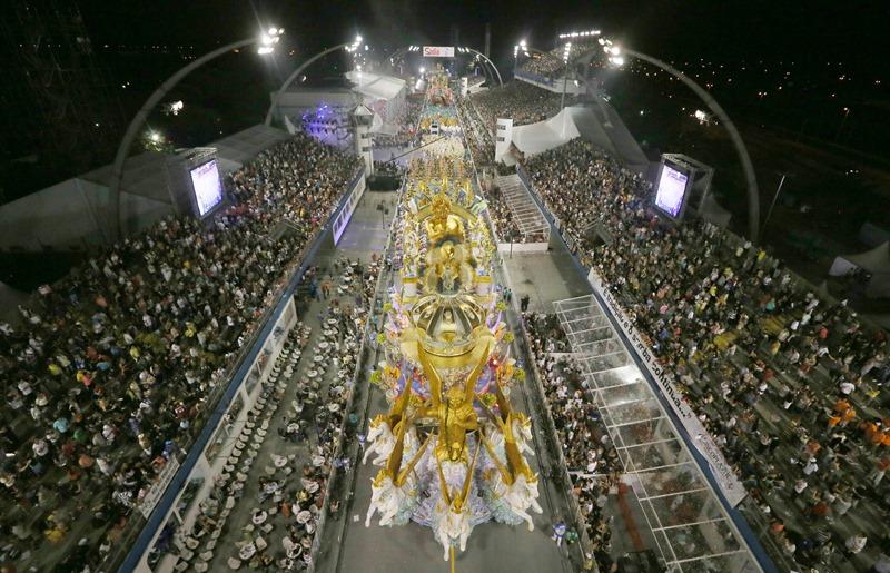 As escolas de samba de São Paulo receberam dinheiro da Eletrobras a 17 dias do desfile, no Carnaval de 2010 (Foto: Robson Fernandjes/ LIGASP)