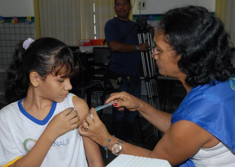 Meninas que tomaram a vacina nas escolas só precisam complementar a vacinação, mas precisam atentar para os prazos (Foto: Eurivânia Galúcio/Semcom)