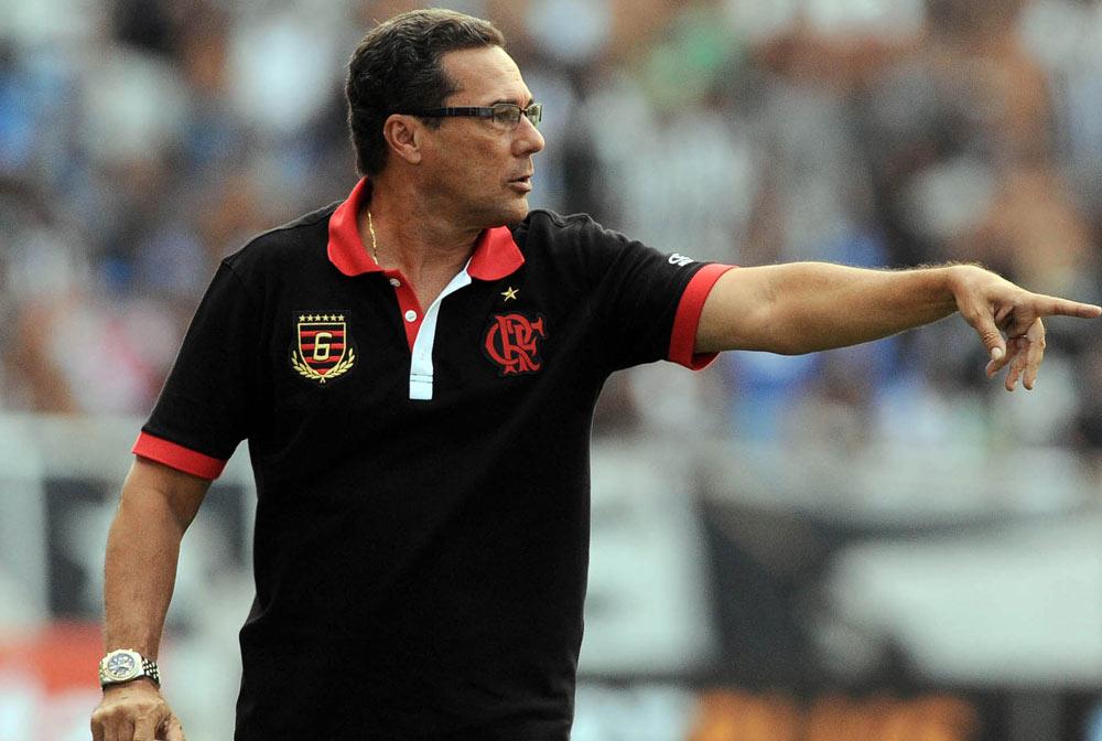Vanderlei Luxemburgo tem problemas para montar a equipe do Flamengo contra o Bangu. (Divulgação/Internet)
