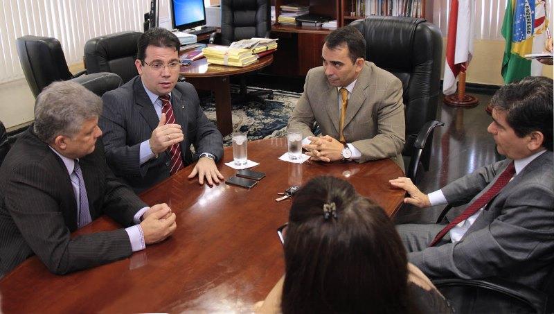 A parceria visa, no primeiro momento, fiscalizar a Lei das Filas, Lei do Biombo, Lei do Estacionamento Fracionado e Lei do Troco (Foto: Robervaldo Rocha/CMM)