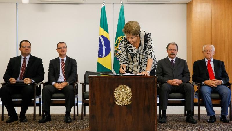 A presidente Dilma Rousseff manteve os artigos incluídos pelo Congresso Nacional que triplica a verba do Fundo Partidário (Foto: Roberto Stuckert Filho/PR)