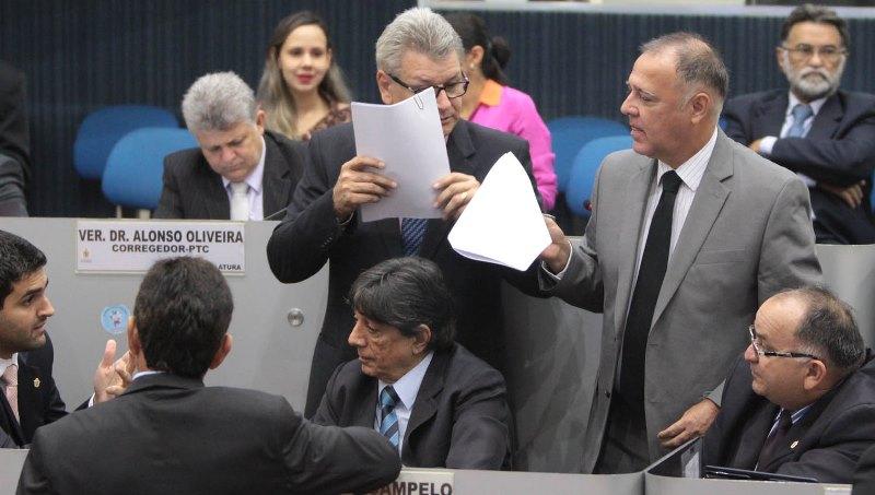 O líder do prefeito, Elias Emanuel, para encaminhar votação contrária ao requerimento, foi que o governo federal não respas