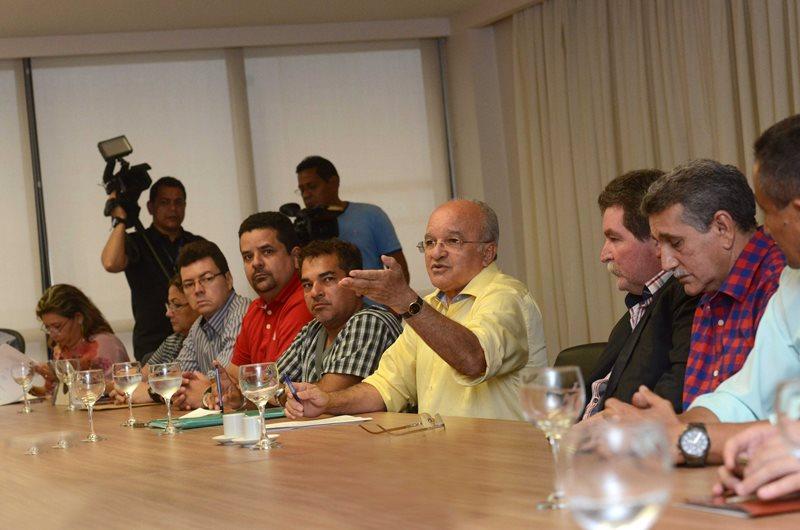 O governador José Melo se reuniu com representantes dos servidores da saúde, segurança pública e Sindicato dos Servidores do Estado na tarde desta sexta-feira (Foto: Herick Pereira/Secom