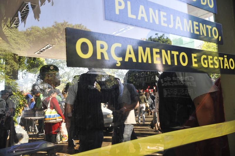 O Ministério do Planejamento vai abolir gradativamente o contracheque impresso dos servidores da União da ativa, aposentados e pensionistas (Foto: Elza Fiúza)