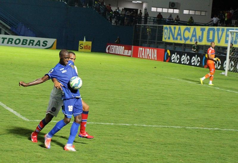 O primeiro jogo entre as duas equipes, realizado no estádio Ismael Benigno, em Manaus, terminou em 0 x 0 (Foto: Ennas Barreto/Divulgação)