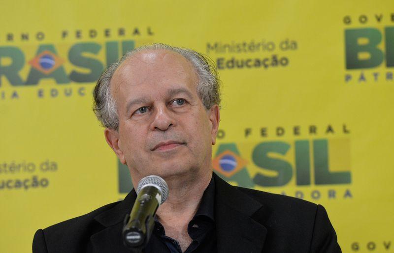 Ministro da Educação Renato Janine Ribeiro, anuncia balanço do primeiro semestre de 2015 do FIES (Wilson Dias/Agência Brasil)