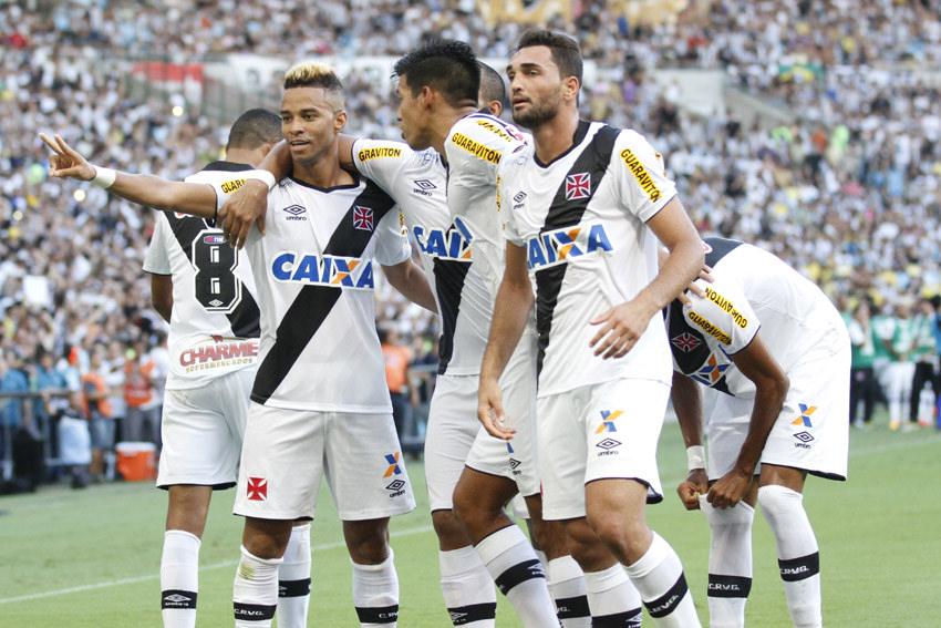 Vasco: jogadores comemoram o primeiro gol no Maracanã, neste domingo (Foto: Marcelo Sadio/vasco.com.br)