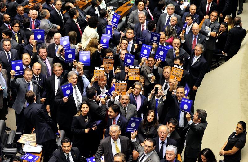 Oposição e partidos da base aliada da presidente Dilma votaram contra as medidas provisórias do ajuste fiscal (Foto: Luís Macedo/Câmara dos Deputados/