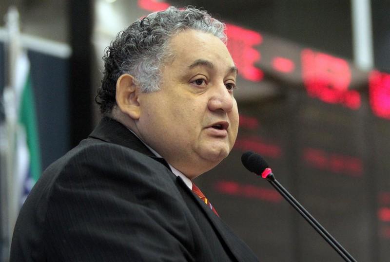 O vereador Waldemir José cogitou até criar uma CPI para investigar os contratos do lixo caso se confirmem as irregularidades apontadas pelo TCE (Foto: Tiago Corrêa/CMM)