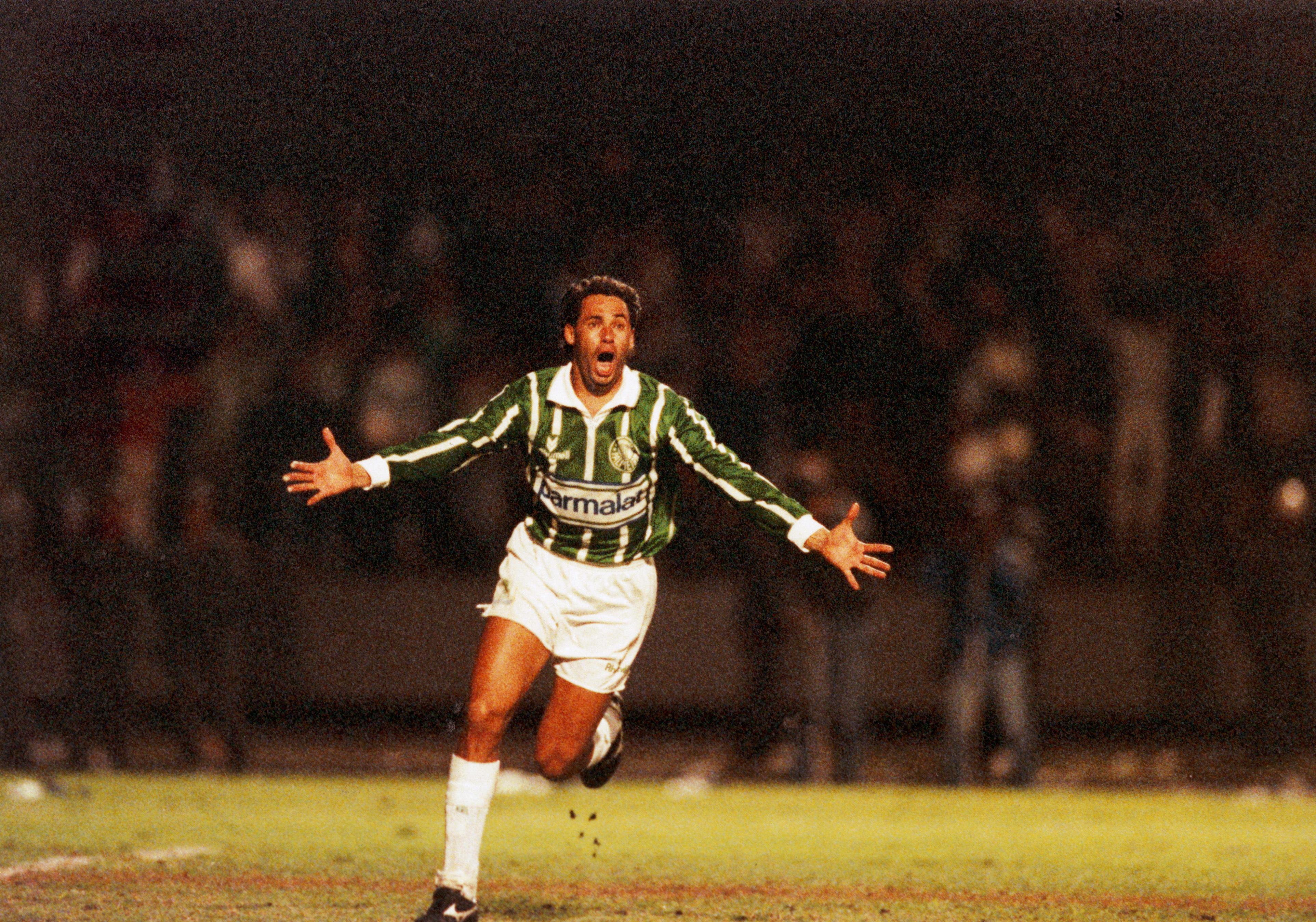 Data da foto: 06/1993 Evair, do Palmeiras, comemorando gol contra o Corinthians, na finalissima do Campeonato Paulista de Futebol.