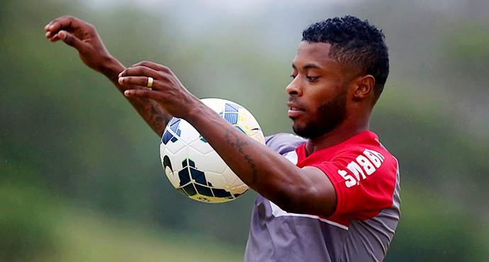 2deba56a02def Michel Bastos volta a treinar e deverá enfrentar o Cruzeiro no Mineirão