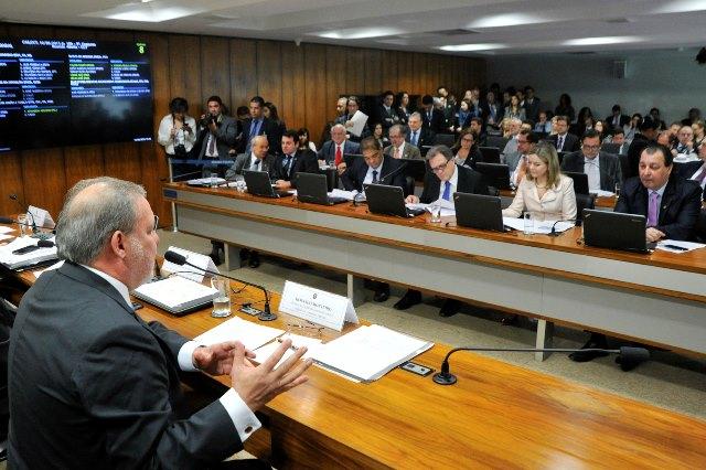 O ministro Armando Monteiro, no Senado, durante audiência pública nesta terça-feira, 16 (Foto: Geraldo Magela/Agência Senado)
