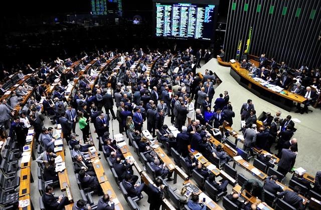 O placar da votação da emenda que estabelece mandatos de cinco anos