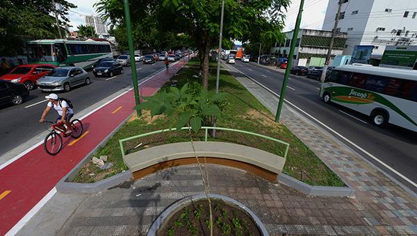 A Secretaria Municipal de Obras vai implantar ciclovia na Avenida Brasil (Foto: Alex Pazuello/Semcom)