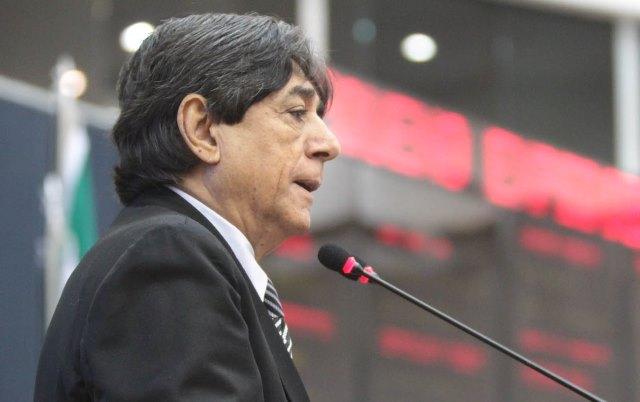 O vereador Mário Frota lamentou a retirada de assinaturas (Foto: Tiago Corrêa/CMM)