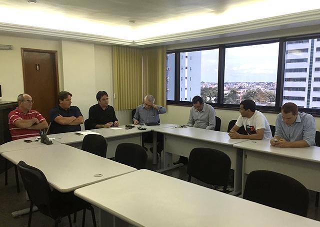 Reunião entre os presidentes das entidades da indústria, comércio e sindicalistas (Foto: Divulgação/Cieam)