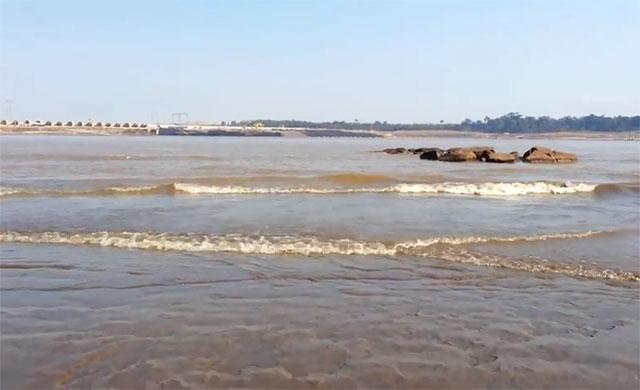 O assoreamento do Rio Madeira ocorre, em grande parte, pelas obras de duas hidrelétricas em construção (Foto: Reprodução)