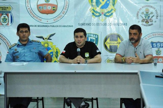 Coronel Gilberto Gouvêa, secretário Sérgio Fontes e delegado Orlando Amaral: quem sai? (Foto: Nathalie Brasil/Secom)