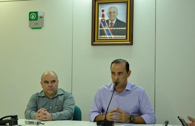 Para o secretário Afonso Lobo (à direita), o governo encerra o primeiro semestre com a casa em ordem (Foto: Amazonas Atual)