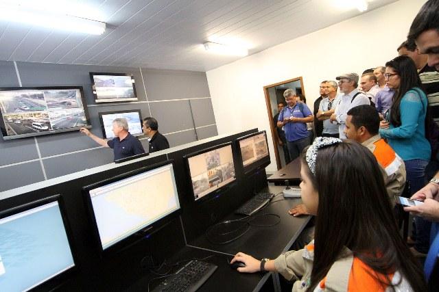 Os centros de controle foram apresentados à imprensa pelo prefeito Arthur Virgílio Neto, nesta quarta-feira (Foto: Divulgação/Semcom)