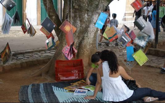 Preço fixo para os livros foi tema de debate na 13ª Flip, em Paraty (Foto: Lísia Gusmão/Agência Brasil)