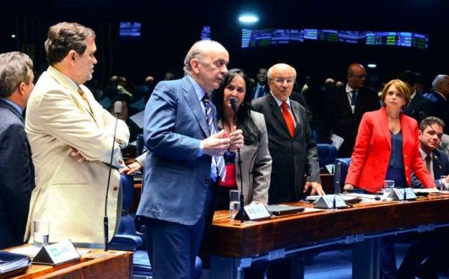 O senador José Serra, relator do substituto, recebeu o apoio da bancada do PT no Senado, que é contra a redução da maioridade penal (Foto: Ana Volpi/Agência Senado)