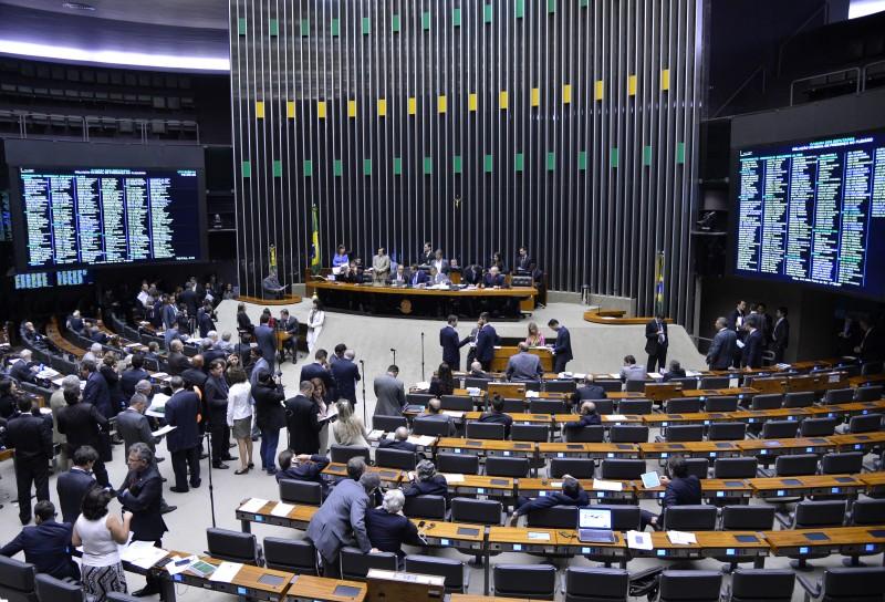 A proposta aprovada pelo Congresso aumenta ainda mais a diferença entre os salários dos servidores do Judiciário e carreiras similares do Executivo (Wilson Dias/Agência Brasil)