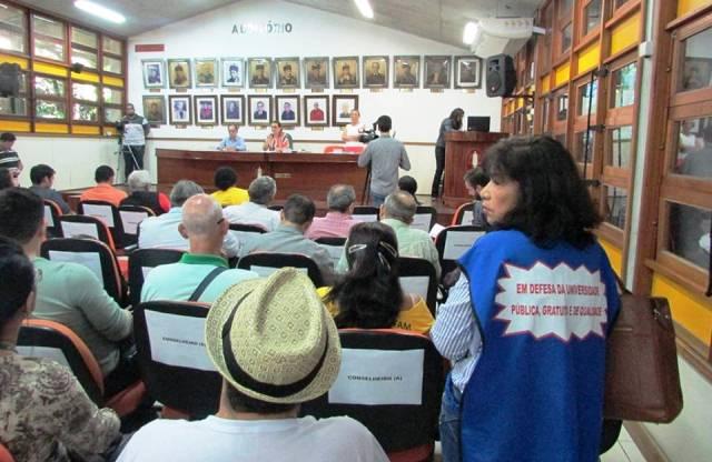 Reunião do Conselho Universitário, na última sexta-feira, 3, presidida pela reitora Márcia Perales: não houve decisão (foto: Divulgação/Adua)
