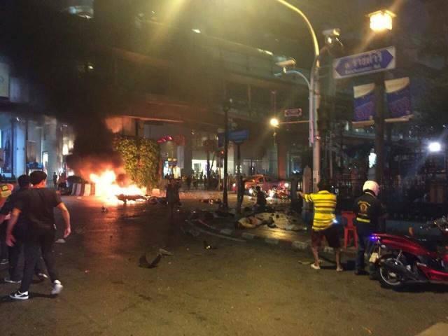 17/08/2015- Tailândia- Atentado a bomba deixa mortos na Tailândia Explosão em região da capital Bangcoc frequentada por turistas deixou mais de 10 mortos e vários feridos. Foto-Fire-Rescue-Thailand