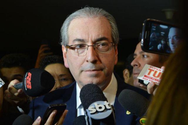 O presidente da Câmara, deputado Eduardo Cunha, fala à imprensa no Congresso Nacional (Antonio Cruz/Agência Brasil)
