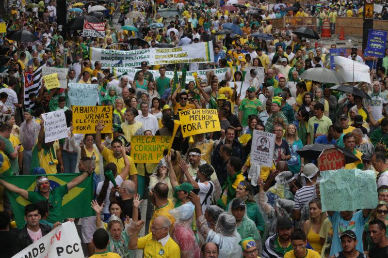 A popularidade de Dilma está em queda livre, seus eleitores querem que ela cumpra promessas de campanha e há desencanto ( Foto: Paulo Pinto/ Fotos Públicas)