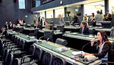 Deputados se reuniram na tarde desta sexta-feira só para mudar o percentual do Orçamento para os três poderes (Foto: Elisa Garcia Maia/ALE)