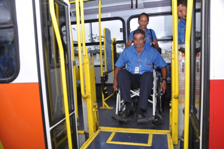 cadeirante passe livre onibus manaus Foto Divulgação