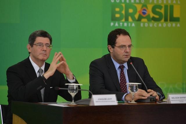 Os ministros da Fazenda, Joaquim Levy; e  do Planejamento, Nelson Barbosa; anunciam cortes no Orçamento durante coletiva (Valter Campanato/Agência Barsil)