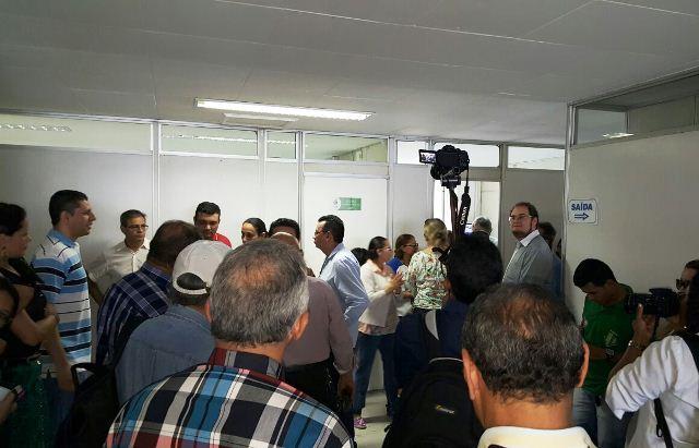 Manifestação realizada no dia 19 deste mês, na porta do gabinete do secretário Afonso Lobo (Foto: Divulgação/Asgat)