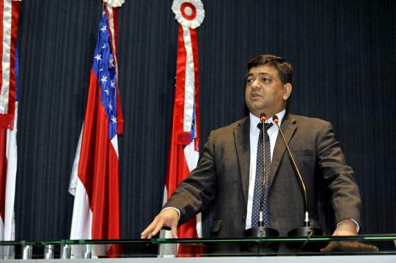 Oposição faz 'firula política', diz líder do governo na ALE sobre manifestação de PMs