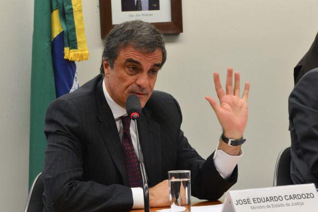O ministro da Justiça, José Eduardo Cardozo, participa de audiência pública na Comissão de Agricultura da Câmara sobre conflitos entre produtores e indígenas no Brasil (José Cruz/Agência Brasil)
