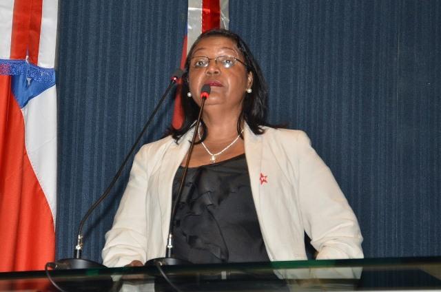 Prefeita Lindinalva Ferreira: corte de secretarias e demissões de servidores para conter a crise (Foto: ALE/Divulgação)