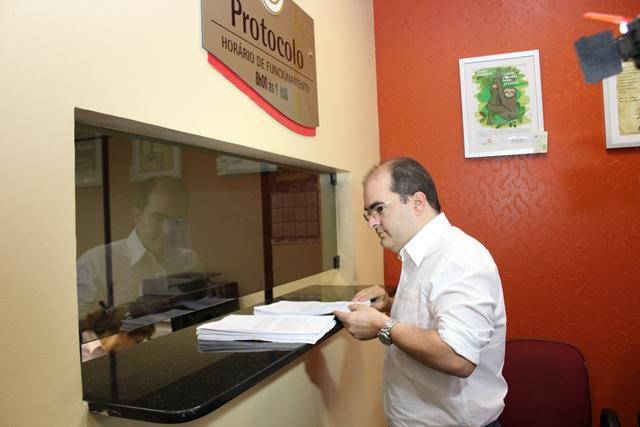 O deputado Ricardo Nicolau virou desafeto de Francisco Cruz depois que o procurador o denunciou por superfaturamento na obra do edifício-garagem da ALE (Foto: Divulgação)