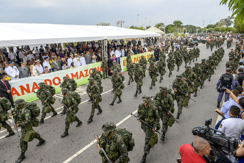 desfile Alex Pazzuelo secom