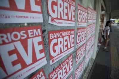 Bancários entram em greve por tempo indeterminado (Marcelo CamargoAgência Brasil)