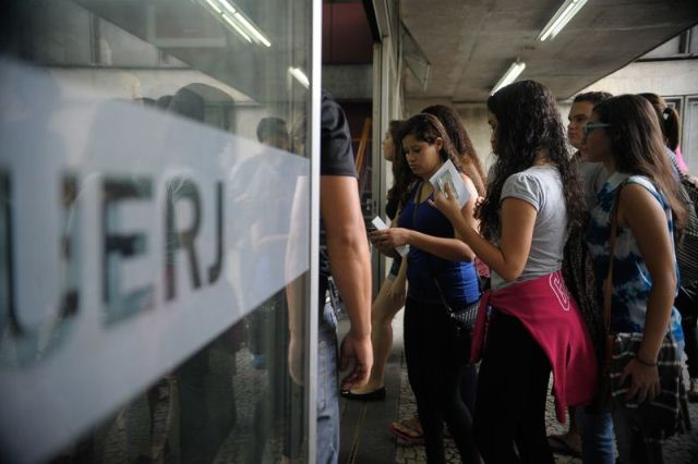 Rio de Janeiro - Candidatos participam do Exame Nacional do Ensino Médio (Enem) na Uerj (Fernando Frazão/Agência Brasil)