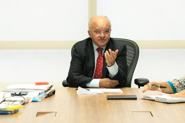 O governador José Melo disse que nada está descartado em relação às finanças do Estado (Foto: Vitor Souza/Secom)