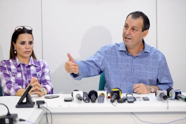 Nejmi Aziz e o senador Omar Aziz em novembro de 2012 (Foto: Alex Pazuello/Agecom)