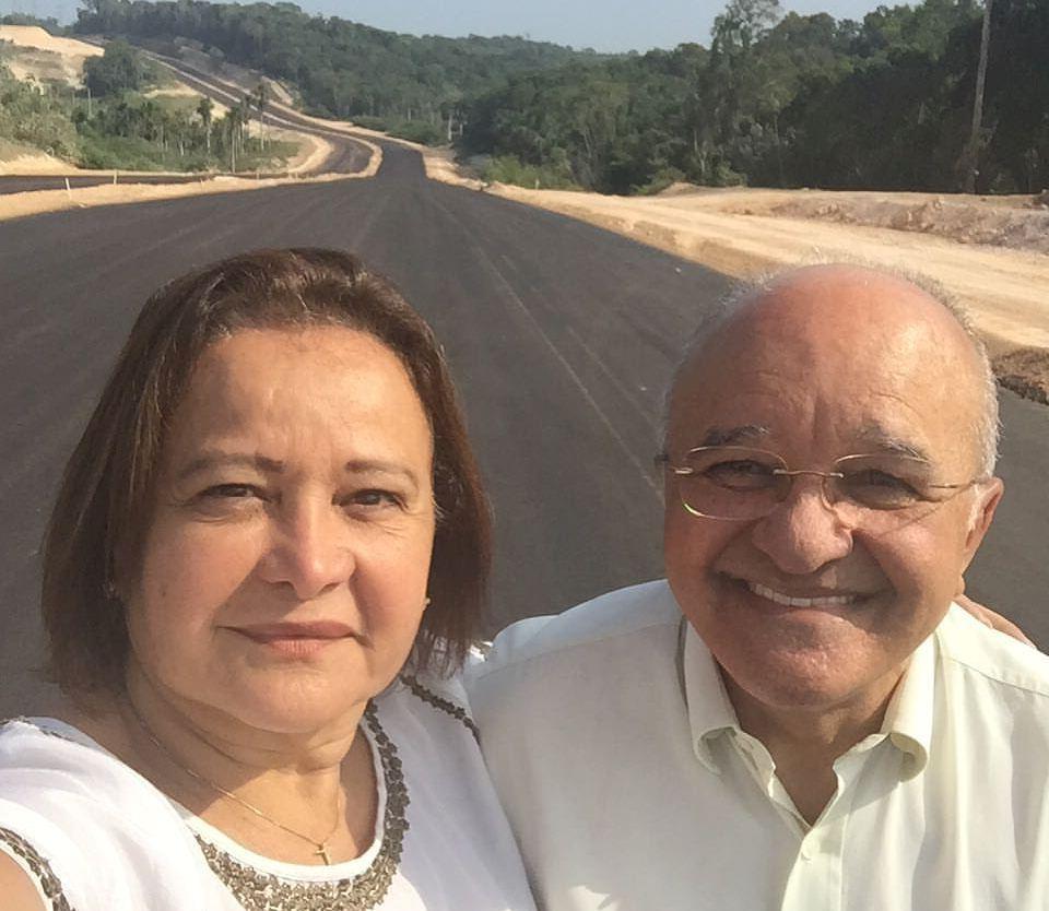 Waldívia Alencar fazia questão de postar em seu perfil no Facebook fotos dela nos canteiros de obras (Foto: Divulgação)