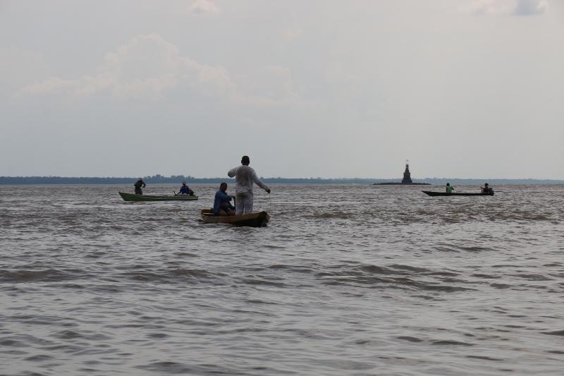 03 FAROL e pescadores- margem esquerda 02nov2015- Valter Calheiros