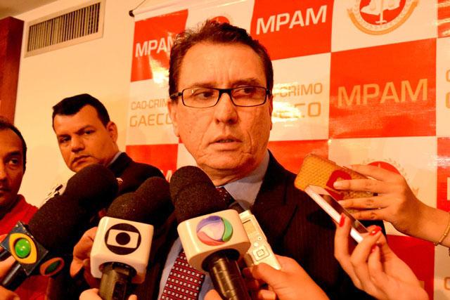 Mauro Veras concedeu entrevista no início da tarde sobre a denúncia oferecida pelo MP contra 13 pessoas investigadas em Iranduba (Foto: Valmir Lima/Amazonas Atual)