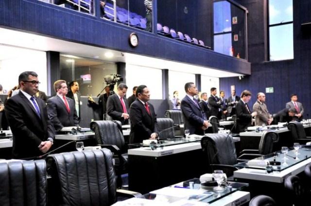 Deputados da base prestaram solidariedade ao governador Melo (Foto: Hudson Fonseca/ALE)
