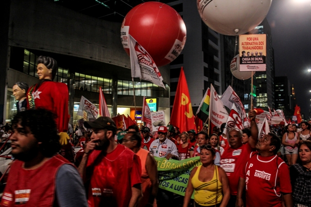 18/09/2015 - São Paulo - Manifestação na Avenida Paulista. Foto: André Tambucci/ Fotos Públicas