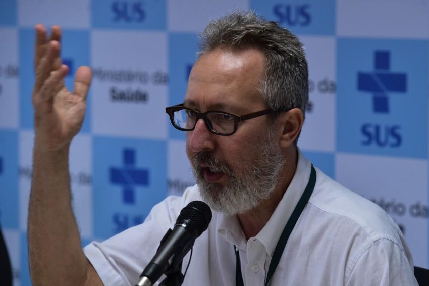 Brasília - O diretor de vigilância de doenças transmissíveis do Ministério da Saúde, Cláudio Maierovitch, divulga o boletim epidemiológico sobre os casos de microcefalia no país (Marcello Casal Jr/Agência Brasil)